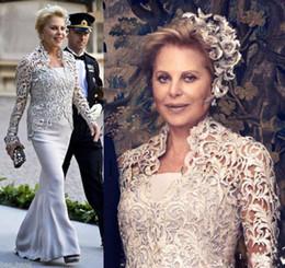 4dc1bcd4ca10 2019 abito di bolero di champagne 2019 Vintage madre della sposa senza  spalline abiti con giacca