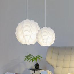 2019 ampoules jaunes bon marché Nordique Moderne Pendentif Lumières PP Vague boule Hanglamps Blanc Globe Pendentif Lampes Appareils de Cuisine Éclairage Intérieur Luminiare Lampe