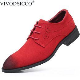 sapatas de vestido azuis formais dos homens Desconto Homens clássicos Sapatos de Vestido de Camurça de Vaca Formal Oxfords Moda Casual Business Suit Escritório Sapatos De Couro Vermelho Azul Casamento