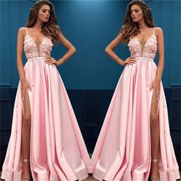 2019 vestido de fiesta vestido rosa 2019 Más nuevos Pink Side Slit Vestidos de noche Una línea Correas de espagueti Apliques Mejores mujeres sexy Vestidos de fiesta Vestido de fiesta Vestidos vestido de fiesta vestido rosa baratos