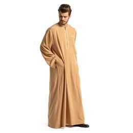 Одежда дубай онлайн-Full length embroidery Muslim robes men fashion dubai islamic plus size great quality abayas prayer service clothing wq1651