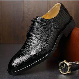 Hot Fashion Men Krokodilkorn Leder Schuhe Oxford Männer Lace Up Formelle Schuhe Mann Party Hochzeitskleid LE 17