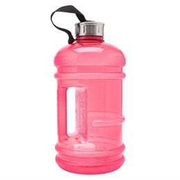 metallschüttlerbecher Rabatt Großhandels 2.2L große Kapazität BPA geben Sport-Gymnastik-Training-Getränk-Wasser-Flaschen-Eimer-Schalen-Kappen-Kessel-Training im Freienlager frei