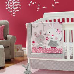 Wiege rosa online-Rosa Kaninchen Cartoon Baby Wiege Bettwäsche Set Baumwolle Kinderbett Stoßfänger Set Krippe Quilt Bumper Blatt Rock Krippe Bettwäschesatz