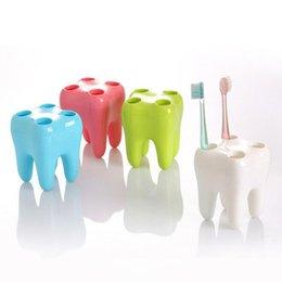 Держатели для зубных щеток онлайн-Милый мультфильм форма зуба 4 отверстия мода стиль зуба держатель зубной щетки кронштейн контейнера для мытья ванной ZC0810
