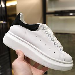 sapatas de vestido da lona dos homens Desconto 2019 Designer De Luxo Vermelho Preto Branco Plataforma Clássico Sapatos Casuais Sapatos de Couro Ocasional Vestido de Lona Dos Homens Das Mulheres Tênis Esportivos 35-45