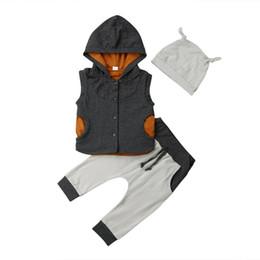 2019 gilet casual del bambino Casual Kids Toddler Baby Boy Abbigliamento Hooded Vest Tops + Pantaloni lunghi + Hat 3pcs Outfits Set sconti gilet casual del bambino