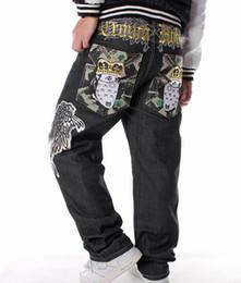 Ricamo per uomo Hip-hop Jeans di grandi dimensioni HIPHOP lavaggio jean  Pantaloni larghi casual da skateboard allentati 30-46 jeans skateboard hip  hop in ... 169ee930957e