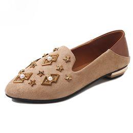 SAILING LU Flats De Printemps Femmes Rivet Chaussures Plates Slip Sur Bout Pointu Pantoufles Solides Dames Casual Confort Mocassins XWD7397 ? partir de fabricateur