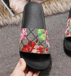 G tongs en Ligne-Chaussures de designer diapositives été plage intérieur plat sandales pantoufles maison tongs sand avec spike sandale avec boîte