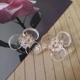 f09370ba60db Joyería coreana Hyperbole hermoso transparente hecho a mano perlas  naturales perlas Artificil cristal punteado hada Stud pendientes mujeres