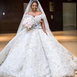 Vestido de noiva de volta do laço feito à mão on-line-Luxuoso Plus Size Vestidos de Casamento Longo Fora Do Ombro Handmade 3D Lace Flores Africano Lace Wedding Dress Lace Up Voltar Praia Vestido De Noiva