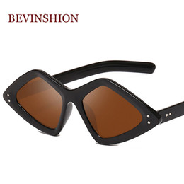Корейские мужские солнцезащитные очки мода онлайн-New 2019 Brand Design Irregular Korean Fashion Small Glasses Sunglasses Ladies Match Cool Triangle Shape Rivet Eyeglasses Men