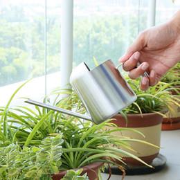 Regaderas para jardinería online-Las latas de acero inoxidable de 300 ml caño largo de riego para las plantas del hogar Verdes Jardín Pot calidad del diseño simple moderno Ollas MMA1650-6