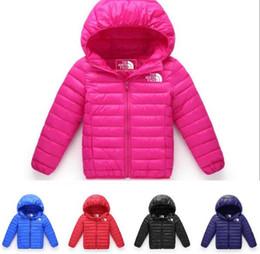 большие девочки на зимних куртках Скидка Детская пуховая куртка короткие мальчики и девочки с капюшоном повседневная куртка 2018 зима новый большой детский тонкий