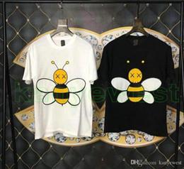 mode décontractée pour gros hommes Promotion 2019 Printemps Eté Luxe Europe France Paris Kaws Big Bee Coopérer Tshirt Mode Hommes Femmes De Haute Qualité T-shirt Casual Coton Tee