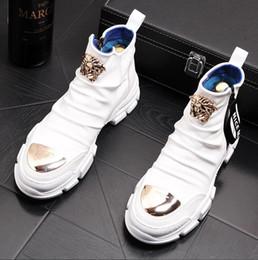 2019 sapatos vestido estilo europa Estilo britânico Moda Casual Sapatos Casuais homens Primavera Outono Top Fashion Sneakers Hip-hop Estilo Alto Cores Sólidas Sapatos Homem W161
