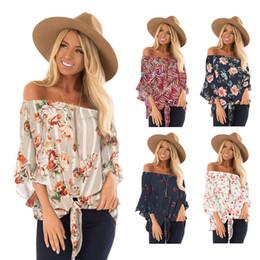 Tees de túnica online-Mujeres con hombros descubiertos Camiseta floral Ropa Tops Falbala Camisas estampadas Camisetas de verano Túnica Blusas sueltas Disfraz Vestido 10 piezas LJJA2347