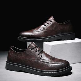 Vestido de caballero online-Fiesta Boda Cuero Hombre Calzado Zapatos Martin Estilo italiano Tamaño grande 39-44 Zapatos de vestir para hombres Oxford Shoe Gents Outfit * T903