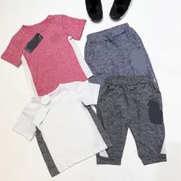 нк спорт Скидка Бренд Kids NK Print Спортивный костюм Дети Дизайнерские однотонные шорты Футболка + Брюки длиной до 2 шт. Спортивная повседневная домашняя одежда C52504