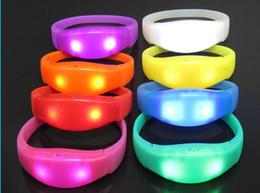 Silikon bilezik LED ses kontrolü bilezik LED ışık bilek kayışı Light Up Bileklik Bileklik Parti Bar Cheer oyuncak Açık Araçlar supplier light sounds nereden hafif sesler tedarikçiler
