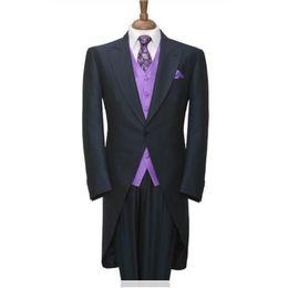 Padrinos de boda esmoquin azul marino online-Trajes de hombre hechos a la medida Estilo de la mañana Novios Esmoquin Azul marino Groomsmen Hombres Trajes de boda (chaqueta + pantalones + corbata + chaleco) H111