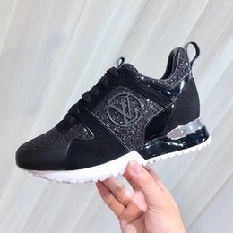 Chaussures de course vintage en Ligne-Nouveau 2019 Chaussures Baskets Casual avec Boîte Originale Chaussures Respirantes Run Away Sneaker Classique Baskets Vente Chaude Zapatos de mujer Vintage