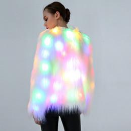 2019 nouveaux manteaux de fourrure légers 2018 nouveau manteau de fourrure d'imitation cosplay couleur des femmes du commerce extérieur des lumières LED nouveaux manteaux de fourrure légers pas cher