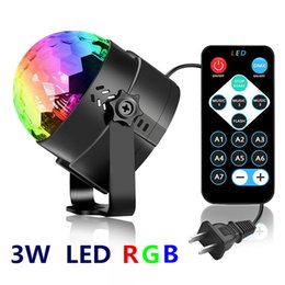 Dj effets sonores en Ligne-AUCD LED 3W RVB Magic Crystal Effect Crystal Ball Light Sound Controller Laser rotatif Mini Portable Lampe de projecteur Portable Musique KTV Disco DJ Partie Éclairage MQ-03-A