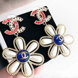 91e39bebf671 Venta caliente Top pendiente de gota de encanto de material de latón con  perla y logo Stud Pendiente de la joyería para las mujeres regalo gota  envío PS5787