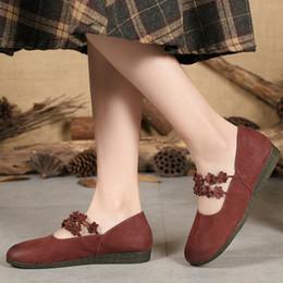 5bda65061 Mocassins De Couro das mulheres Vinho Vermelho Sapatos Baixos Salto Retro Sapatos  Mulheres Flor Da Mola 2019 Tira No Tornozelo De Couro Genuíno Flats Womoen  ...