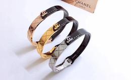 Bracelete em forma de c on-line-Nova Moda Shinning Shell SHAPE C Mulheres Moda Pulseira de Aço Inoxidável 316L Luxos Por Atacado Marca Pulseira Amor Pulseira Jóias