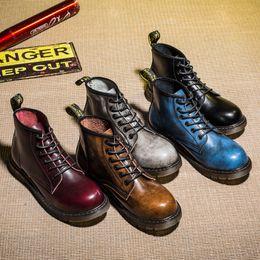 Мужчины снегоступы 2019 британский пустыни винтаж классические из натуральной кожи военные сапоги толстый каблук мотоцикл мужская обувь # 8909 supplier vintage thick heels от Поставщики старинные толстые каблуки