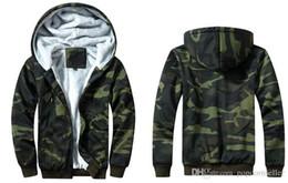 2020 nuevo estilo para hombre con capucha de lana Los nuevos Mens del camuflaje diseñador de moda las chaquetas Fleece con capucha Escudo tela escocesa del estilo caliente chaquetas para hombre de la calle de la chaqueta nuevo estilo para hombre con capucha de lana baratos