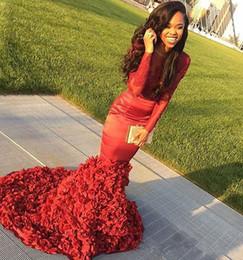 2019 grandes vestidos de garotas sensuais Sexy Africano Sereia Vermelho Vestidos de Baile Longo 2019 Lace Appliqued Big Flower Train Meninas Negras Prom Vestido Formal Vestidos de Festa grandes vestidos de garotas sensuais barato
