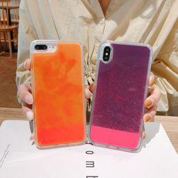 Iphone escuro da tampa luminosa on-line-Para iphone x luminosa de néon de areia móvel case para iphone xr xs max 6 6 s 7 8 plus brilho no brilho líquido escuro areia moved ...