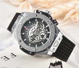 Clavijas de reloj online-A2019 Brand New Mens Six-pin run segundos Dial Relojes de acero inoxidable de goma Reloj casual impermeable Reloj deportivo Relojes de pulsera