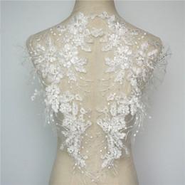 Vestido bordado noiva on-line-2 pcs flores brancas borla apliques de casamento de lantejoulas rendas guarnições de tecido gola de malha bordado costurar em remendos para a noiva dress diy decoração