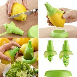 pulverizar suco de limão Desconto Atacado 2 Pçs / set Cozinha Limão Pulverizador Suco De Frutas Frescas Citrus Spray Laranja Cozinha Cozinhar Ferramentas Juice Squeeze Sprays DH01013 T03