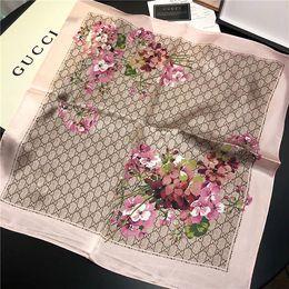 2019 robó estilo bufanda elegante bufanda cuadrada de seda de flores de las mujeres de moda, bolso de la manija bufanda impresa, cinta, pañuelo en la cabeza de la mujer y la banda para el cabello, los 50 * 50cm