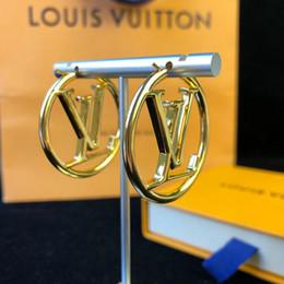 disegni orecchini d'oro Sconti Orecchino di lusso per il design di marca Orecchino di lusso Monili di alta moda di design classico dorato Metallo di alta qualità, pregevole fattura Paragonabile all'originale