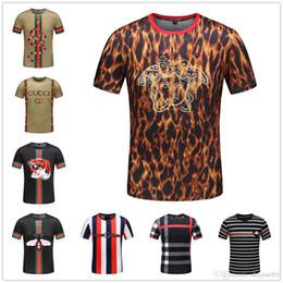 4b238435c4 18ss modelos de boa qualidade engraçado muitas guitarras músico marca de  música de luxo t-shirt dos homens / menino guitarrista rock roll camiseta  legal ...