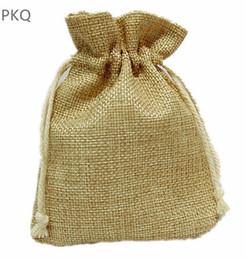 Kleine sackleinen geschenk taschen online-10 stücke Natürliche Sackleinen Tasche Kordelzug Schmuck Verpackung Tasche Kleines Geschenk für Sachet / Ring Drawable Aufbewahrungsbeutel Hochzeit Liefert