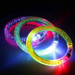 Светодиодные браслеты онлайн-2019 Высокое качество Led Красочный браслет Люминесцентные игрушки Акриловая моргать Кристалл Браслеты Бар Дискотека Concert кольцо партии Рука Rave игрушки M580A