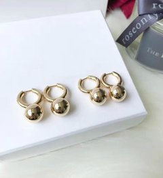 Letras de anillos de oro online-Diseñador de lujo pendientes de boda anillo de bola redonda simple colgante pendientes de color dorado con letras regalo de las mujeres