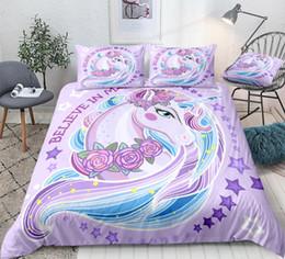 Розовые комплекты постельных принадлежностей онлайн-Unicorn пододеяльник Set Фиолетовый Единорог с розами постельных Дети Девушка Star животные Одеяло Обложка Цветы Queen Bed Set Pink Дропшипом