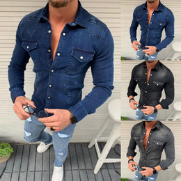 camisa preta gravata branca Desconto MoneRffi 2019 Homens Jean Shirts Moda Outono Magro Denim shirts Top Camisa Masculina de manga longa Jeans Camisa Casual Hip Hop Top