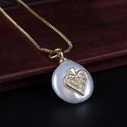 perlenhalskettenmuster Rabatt winzige cz poker ace muster charme natürliche münze süßwasser perlenkorn zarte goldkette anhänger choker halskette für frauen juwelen