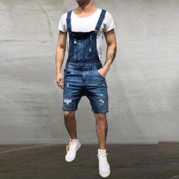 Calça jeans jumpsuit denim on-line-Calças de brim dos homens Macacões Shorts 2019 Moda Verão Oi Street Angustiado Denim Bib Macacão Para Homem Suspender Calças