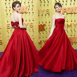 Emmy tapete vermelho on-line-2019 modesta Evening vermelho Vestidos sem alças arco de volta sexy Prom Vestidos Emmy Awards Red Carpet Dress até o chão barato Vestidos de Noche